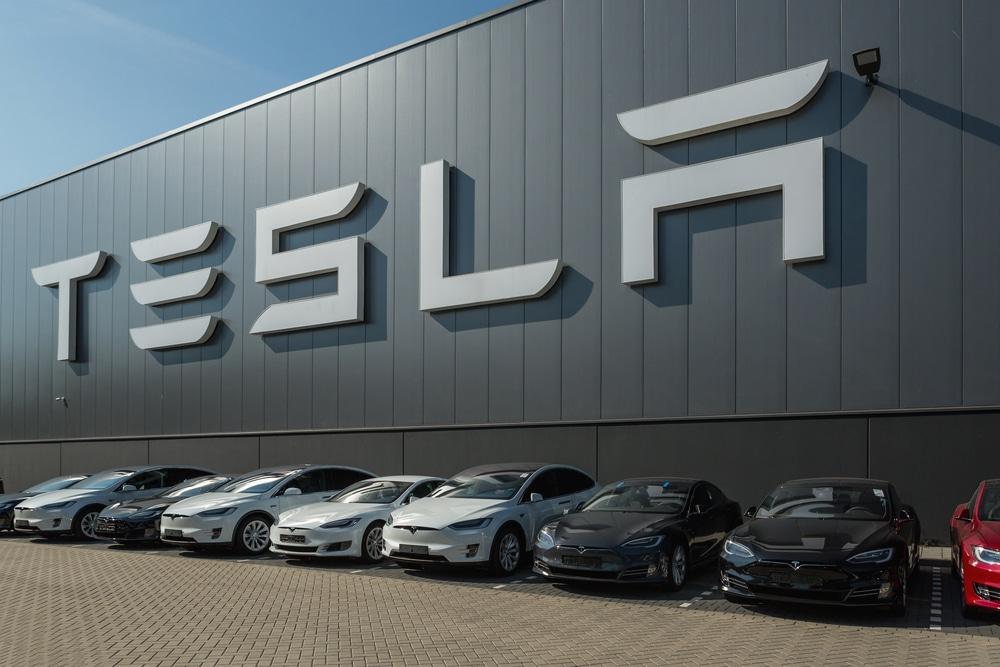 Tesla faz recall de mais de 135 mil veículos com problemas na memória